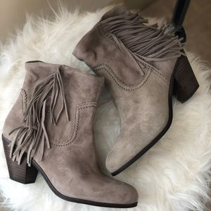 NEVER WORN Sam Edelman Louie Fringe Booties Grey